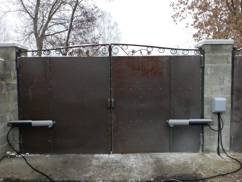 Уход за распашными воротами в зимнее время